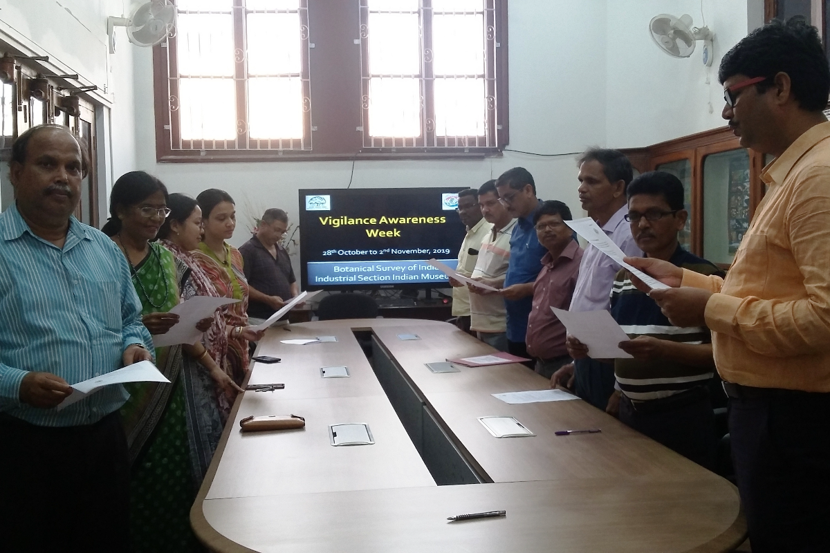 Officials of BSI, ISIM taking pledge on Vigilance awareness week 2019.