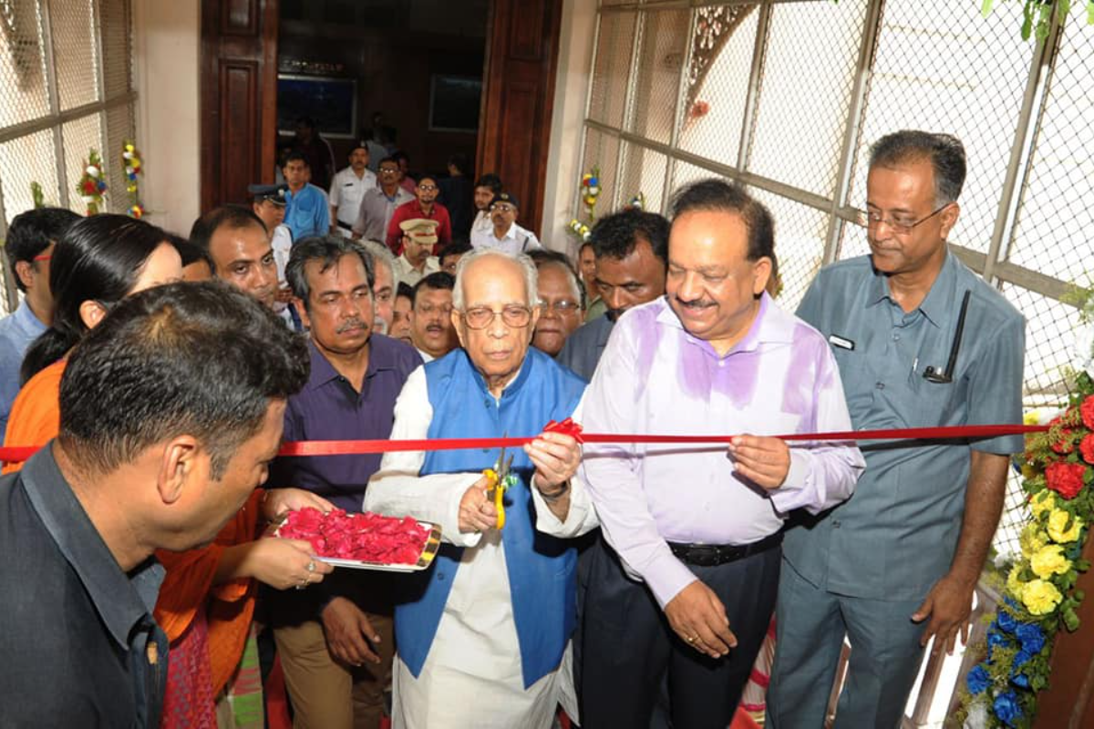 Dr. Harsh Vardhan, Minister MoEFCC  opening  the renovated Botanical  Gallery