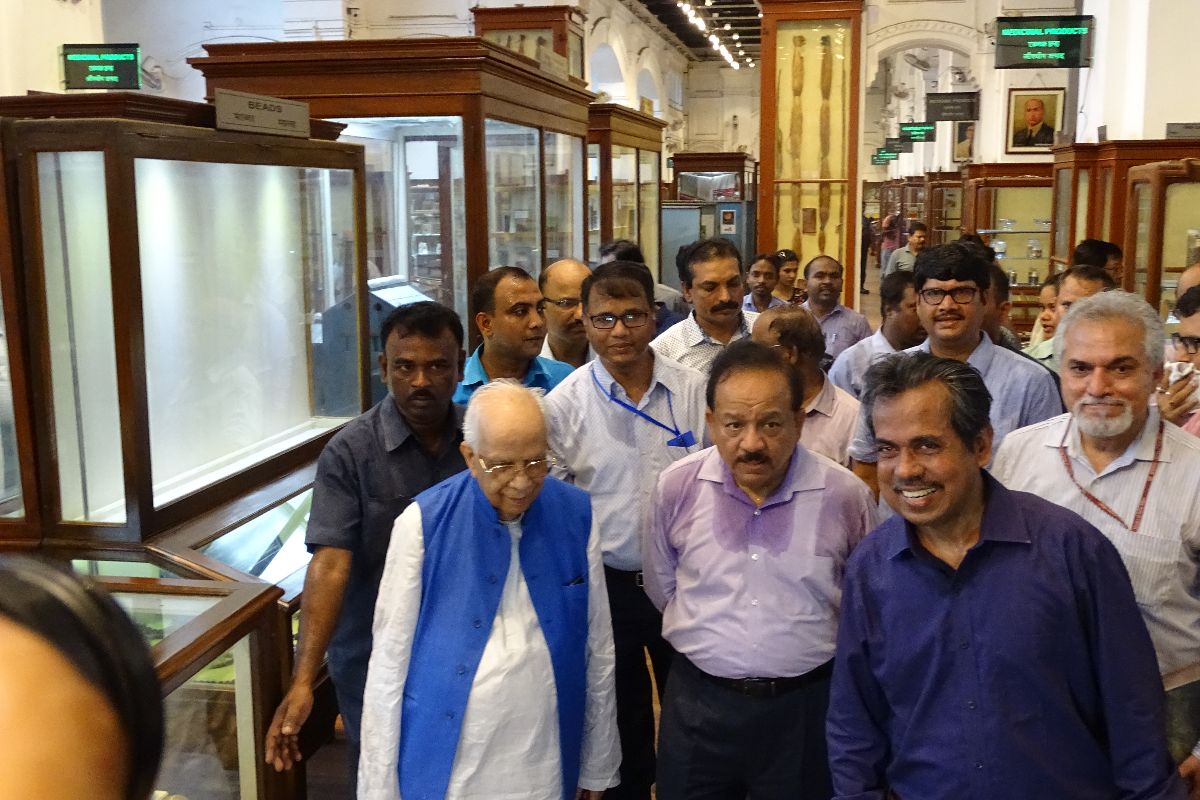Dignitaries visiting  the Botanical Gallery