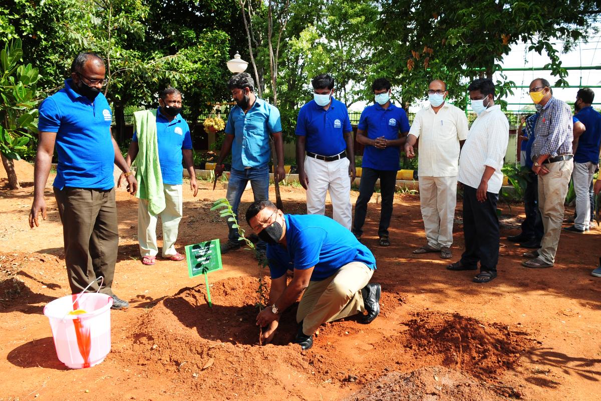 7. Van Mahotsav celebration at BSI SRC on 06-07-2021-6 Planting