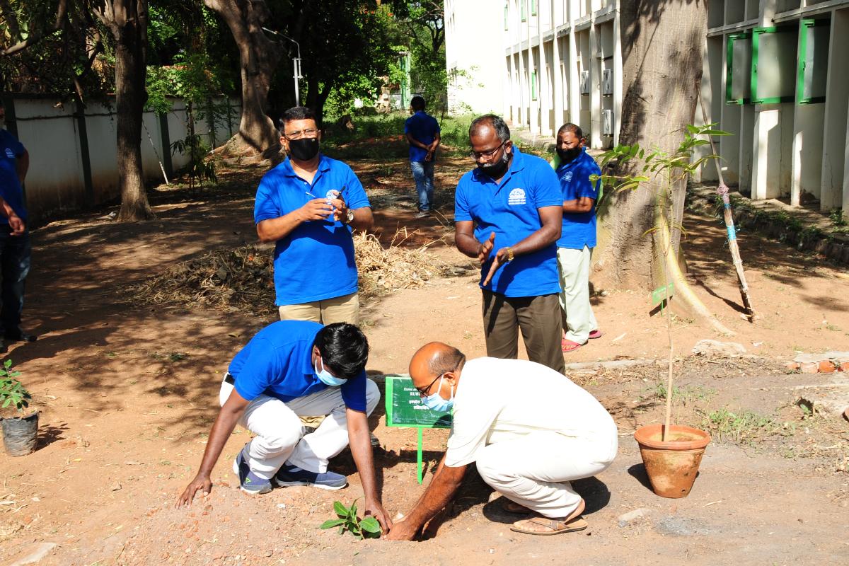 9. Van Mahotsav celebration at BSI SRC on 06-07-2021-8 Planting