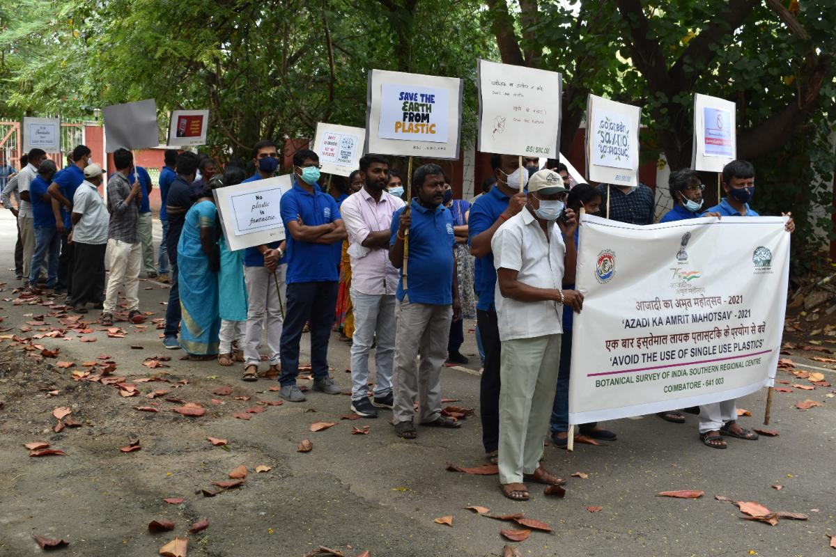 BSI, SRC Staff starting the Rally of Awareness programme to Avoid the use of Single use Plastics under Azadi ka Amrit Mahotsav