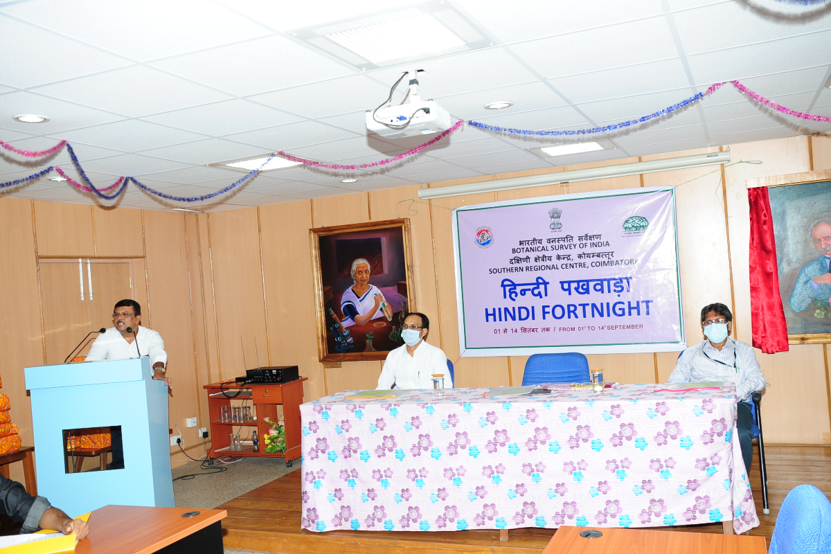Dr. M. U. Sharief, H.o.O. delivering the presidential speech at the Hindi Fortnight-2021 Closing Ceremony.