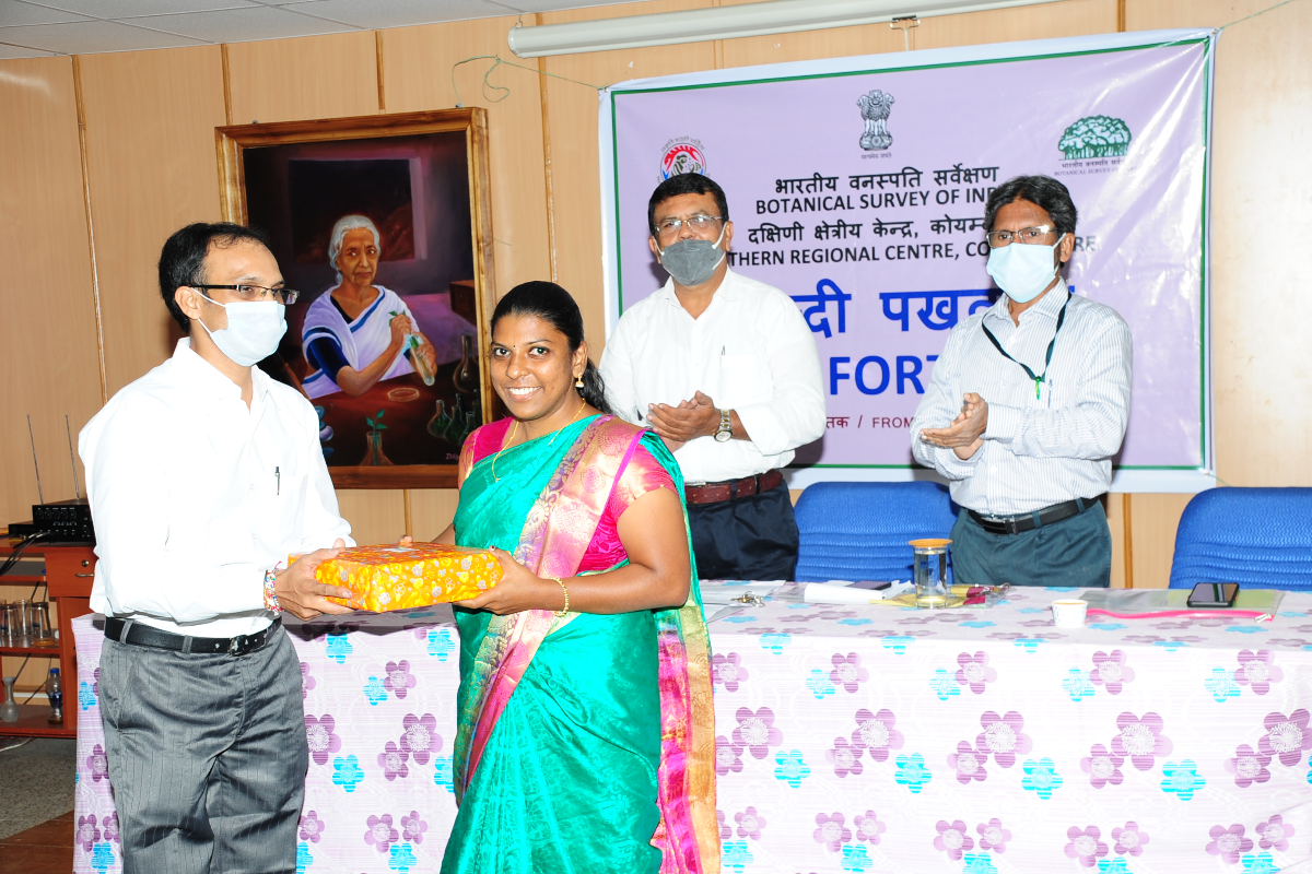 Chief Guest Sri. Amit Shukla, Assistant Director, Hindi Teaching Scheme,  distributing the Prize.